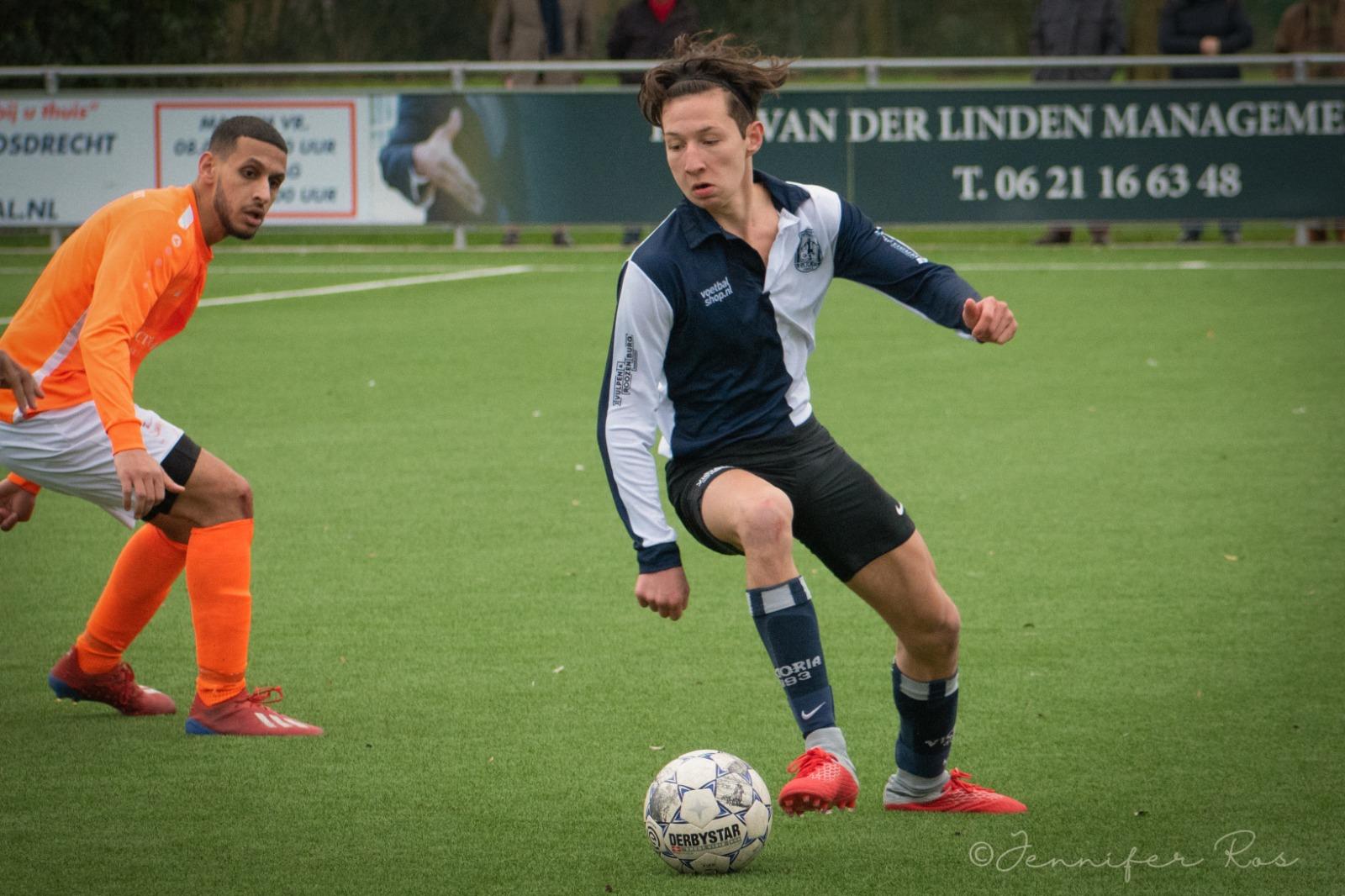 Victoria met debutant Sem Ros (17) in Loosdrechtse derby